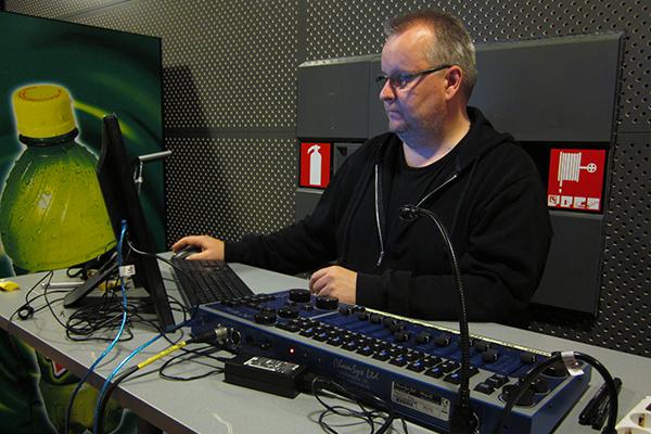 Tomi Arvas vastaa monen muun asian ohessa myös Vimman valoista esimerkiksi Turku Bandstand -kisoissa.