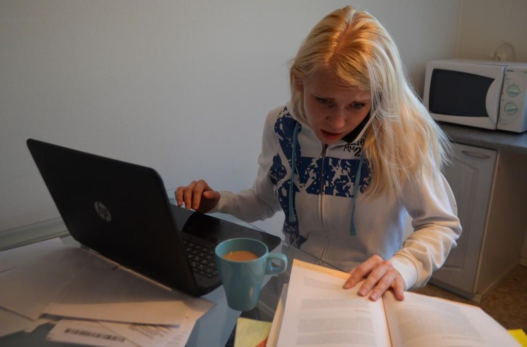 Opiskelu on muuttunut itseohjautuvammaksi, minkä myötä opiskelijoilla on enemmän stressiä. Kuvituskuva.