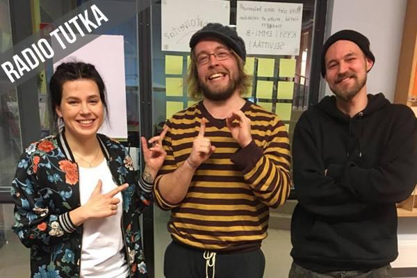 Joonas Streng (kesk.) vastaa Sunnuntain sanoituksista ja sävellyksistä, Jesse Juhala taas ääni- ja tuotantopuolesta. Kuva: Ida Niva.
