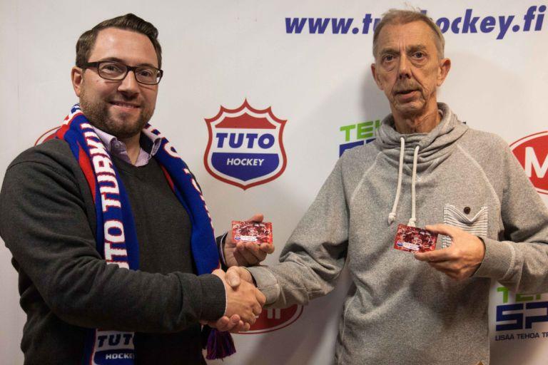 TUTO Hockey lahjoitti Hope ry:lle 200 TUTO-korttia jaettavaksi vähävaraisille perheille.