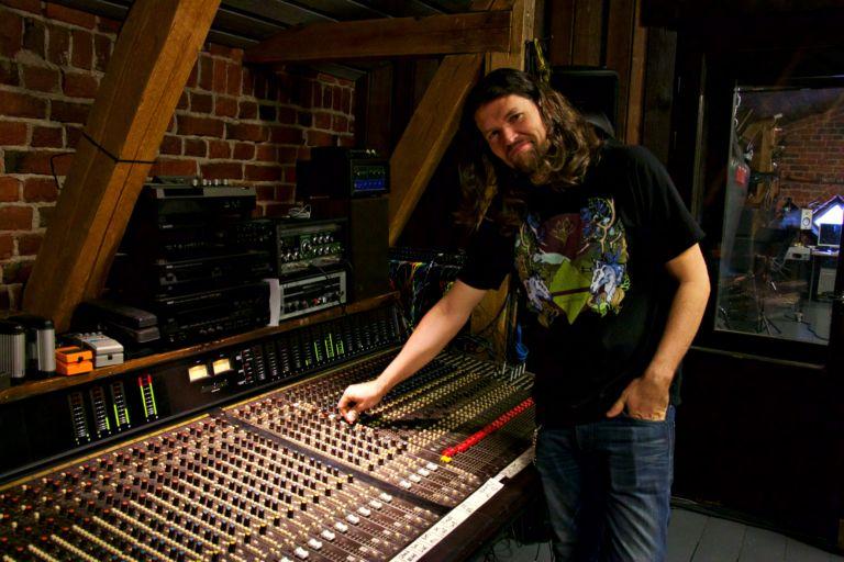 Jussi Vuola nauttii studioyrittäjän työstä.
