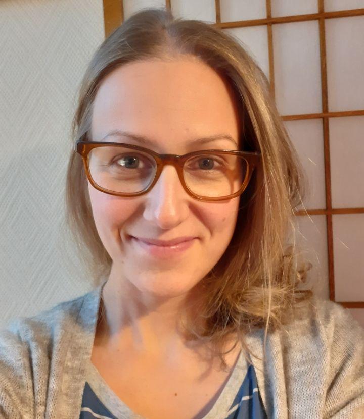 Kuvassa psykologi Katri Manelius-Eriksson