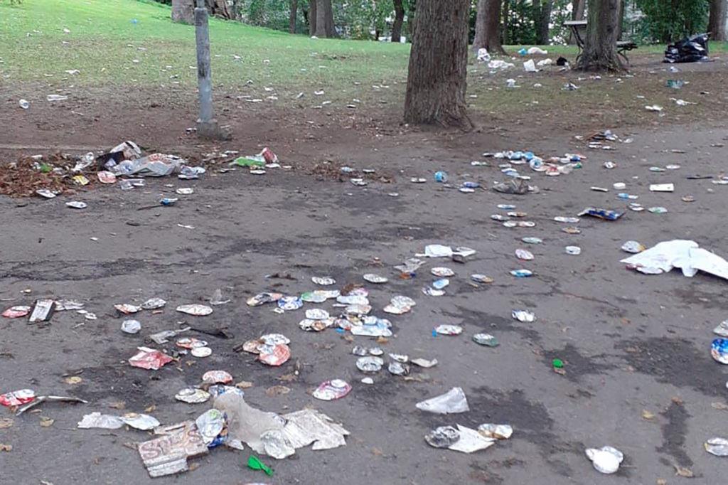 opiskelijoiden roskaaminen
